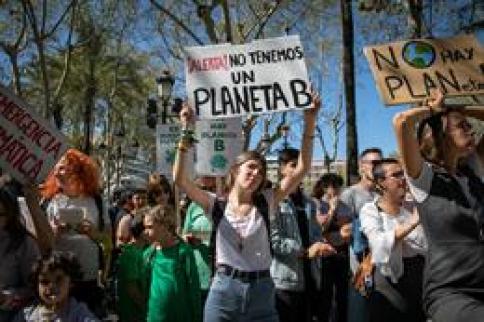 Jóvenes de toda la región salieron a la calle para defender el planeta en el 'Fridays for future'