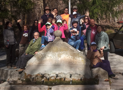 Más de 100 personas plantaron el árbol de Saelices de la Sal