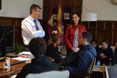 Román recibe a estudiantes holandeses que participan en un intercambio escolar con el IES Brianda de Mendoza