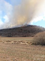 Diez personas han trabajado en la extinción de un incendio de matorral en Abánades tras su control