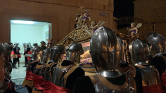El paso de los armaos resuena en la ciudad del Doncel en la noche de Viernes Santo