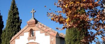 Roban unas 60 cruces metálicas en el cementerio de Cabanillas