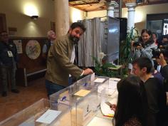Los candidatos a las alcaldías de Guadalajara y a las Cortes ejercen su derecho al voto
