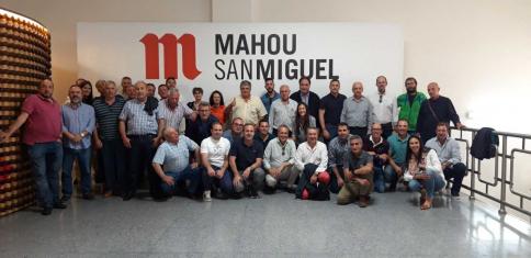 Agricultores de Cuenca, Ciudad Real y Guadalajara conocen el proceso de elaboración de la cerveza de Mahou en Alovera