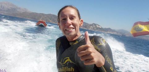Paula Taberné se convierte en la primera alcarreña en cruzar el Estrecho de Gibraltar a nado