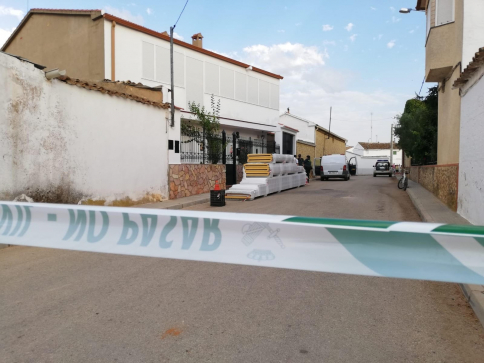Un hombre mata a su madre en Casas de Benitez y después se suicida