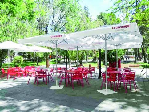 Buena cocina y buen ambiente en la terraza de El Velero de Pacheco