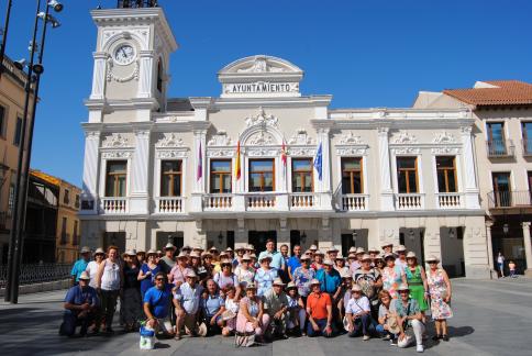 Bienvenida en el Ayuntamiento a la Compañía de Trebujena (Cádiz), de visita turística en Guadalajara