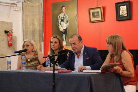 Javier Sanz presenta en la Ermita de San Roque su libro 'V Siglos de Toros en Sigüenza'