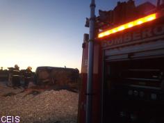 Vuelco de un coche en la GU-205, carretera de Horche, que deja al conductor atrapado en su interior