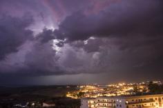 Septiembre llega con chubascos, tormentas y descenso de temperaturas