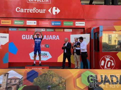 El belga Philipe Gilbert gana una etapa histórica con final en Guadalajara