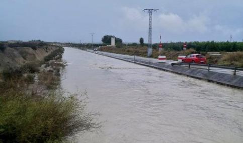 El canal del Tajo-Segura se desborda a su paso por Murcia