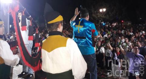 Azuqueca consigue de nuevo el récord de escanciado simultáneo fuera de Asturias