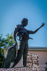 Aire sur l'Adour rinde honor a Iván Fandiño con una escultura monumental