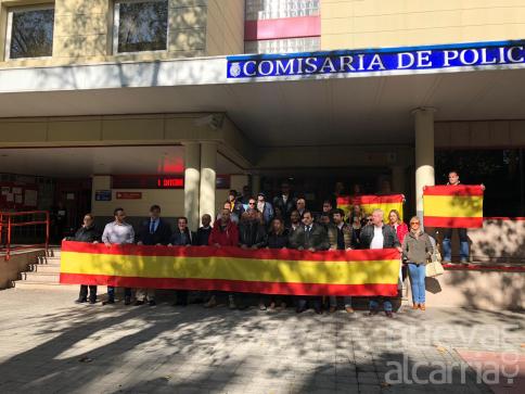 Concentración de apoyo a los agentes destinados en Cataluña frente a la Jefatura de Policía de Guadalajara