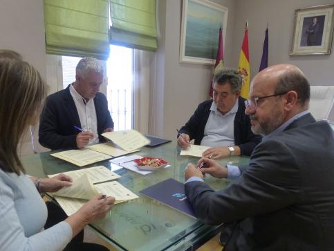 La Diputación destina más de 36.000 euros a fomentar en la provincia la práctica del triatlón, ciclismo de montaña y fútbol