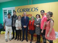 'Correos Reparte Sonrisas' a medio centenar de personas con diversidad funcional de la Asociación Down en Guadalajara