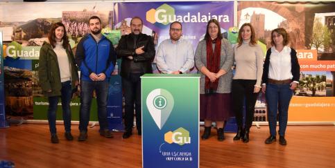 La Diputación inicia el reparto de los tótem turíticos a ayuntamientos y hostelería