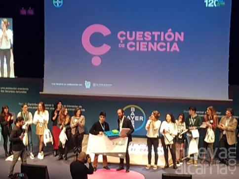 Un estudiante de IES Newton Salas gana el tercer premio del concurso de monólogos Cuestión de Ciencia, de Bayer