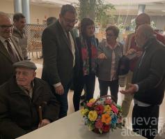 Robles felicita a los usuarios del Centro La Rosaleda con motivo de la celebración de su 25º aniversario