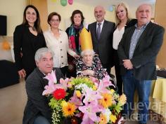 El Ayuntamiento de Horche felicita a Amparo Azañón Novillo por su cien cumpleaños