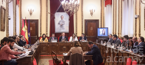 Polémica en los plenos: ¿deberían limitarse solo a los temas que sean competencia municipal?
