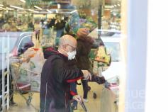 C-LM pide a los supermercados llevar la compra a domicilio a mayores y personas con discapacidad