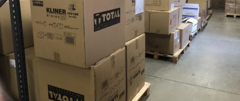 Llega a España un primer envío con 1.200.000 mascarillas para personal sanitario y trabajadores del transporte