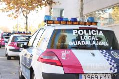 La Policía permite a un vecino de Guadalajara ir a alimentar a sus gusanos de seda