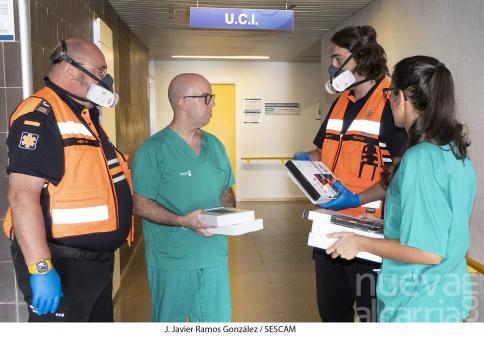 El Ayuntamiento coordina acciones solidarias para comunicar con 13 tabletas a los ingresados en UCI y residencias de mayores con sus familias