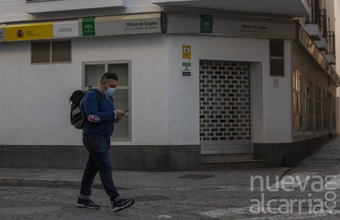 Los trabajadores temporales que se queden en paro podrán pedir desde mañana una ayuda de 430 euros