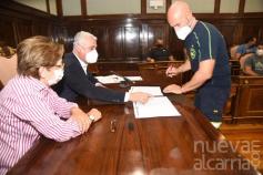 Los bomberos del CEIS firman un acuerdo laboral que conlleva la creación de 86 nuevas plazas