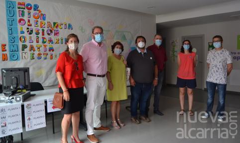 El delegado de la Junta, Eusebio Robles, visita el centro polivalente de APANAG en Guadalajara