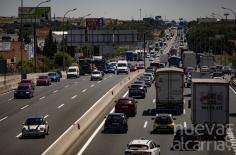 Kilómetros de atasco a la salida de Madrid coincidiendo con el anuncio de las nuevas restricciones