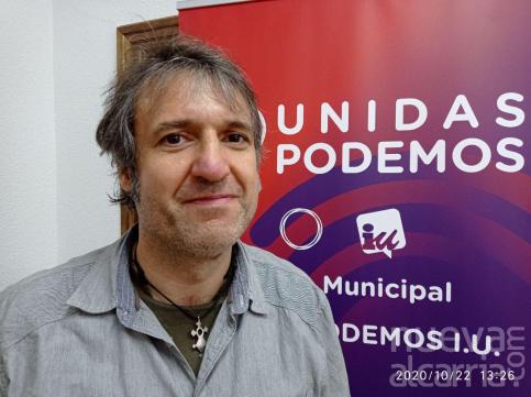 IU-Podemos propone ir más allá en arte urbano y usar escaparates abandonados para contar la historia local
