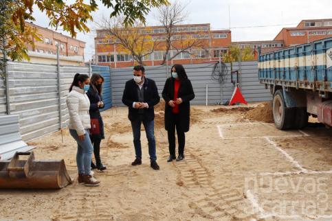 Empiezan los trabajos de construcción del porche del colegio La Paz de Azuqueca