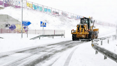 El Gobierno regional afronta el hielo de las carreteras con casi 1.000 toneladas de sal utilizadas este domingo