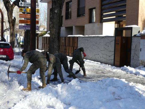 Otros 120 militares llegan este domingo a la provincia de Guadalajara para ayudar a retirar la nieve y el hielo