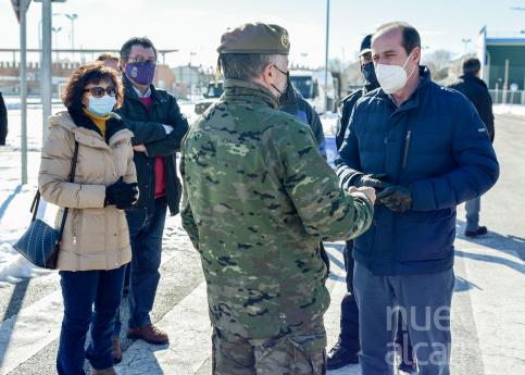 El alcalde recibe a la Brigada Aragón I del Ejército de Tierra que se incorpora a las labores de retirada de nieve