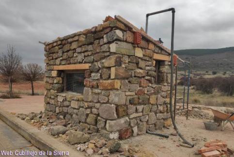 Los agricultores de Cubillejo de la Sierra reforman la caseta de la báscula