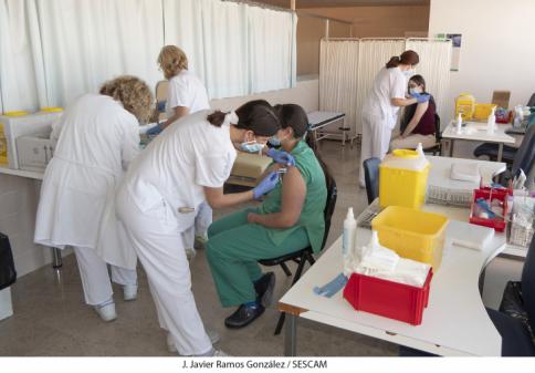 Castilla-La Mancha tiene ya más vacunados que casos y la semana que viene se pondrán 100.000 dosis