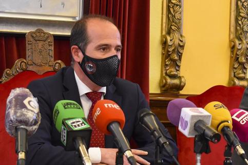 Rojo confía en que la convocatoria de ayudas a hostelería y ocio nocturno de Guadalajara esté operativa antes de verano