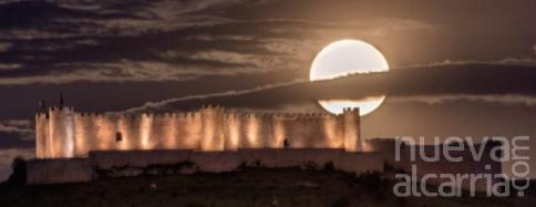 La superluna de mayo 'asalta' el Castillo del Cid Campeador, en la localidad serrana de Jadraque