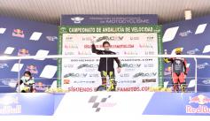 Marina Navarro se impone en Jerez en la categoría Moto 5 de 250 cc del CIV