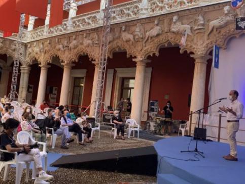Bellido muestra su apoyo a los proyectos de futuro del Maratón de los Cuentos de Guadalajara