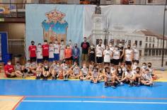 Un total de 45 niños participan en el Campus Gigantes de baloncesto que se celebra en el Palacio Multiusos
