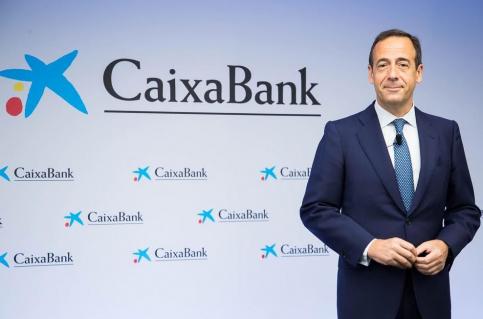 CaixaBank obtiene un beneficio ajustado de 1.278 millones en el primer semestre y aumenta sus objetivos de sinergias