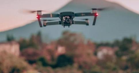 El dron, en contraste con el tradicional folleto, elementos de gran utilidad para la promoción del turismo en nuestra provincia