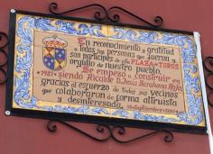 El Ayuntamiento de Jadraque homenajea a sus vecinos con una placa en el 40 aniversario de las obras de la Plaza de Toros